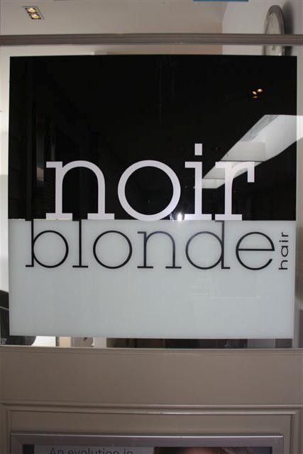 Noir Blonde Salon_13